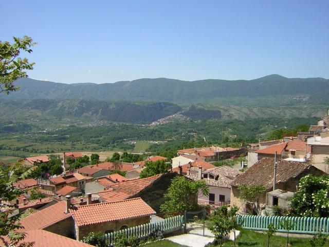 San Donato, e sullo sfondo, Tagliacozzo