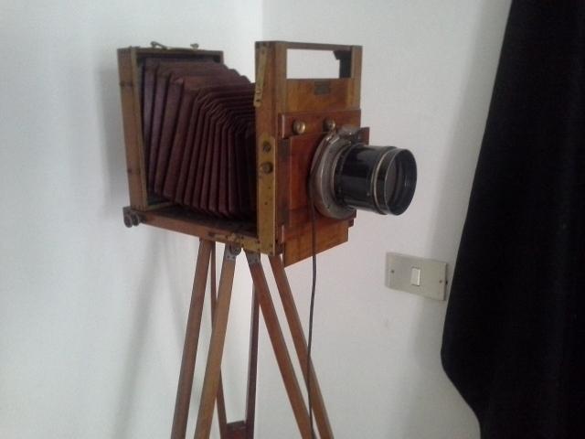 Fotocamera dell'epoca: con queste venivano fotografati i briganti morti...